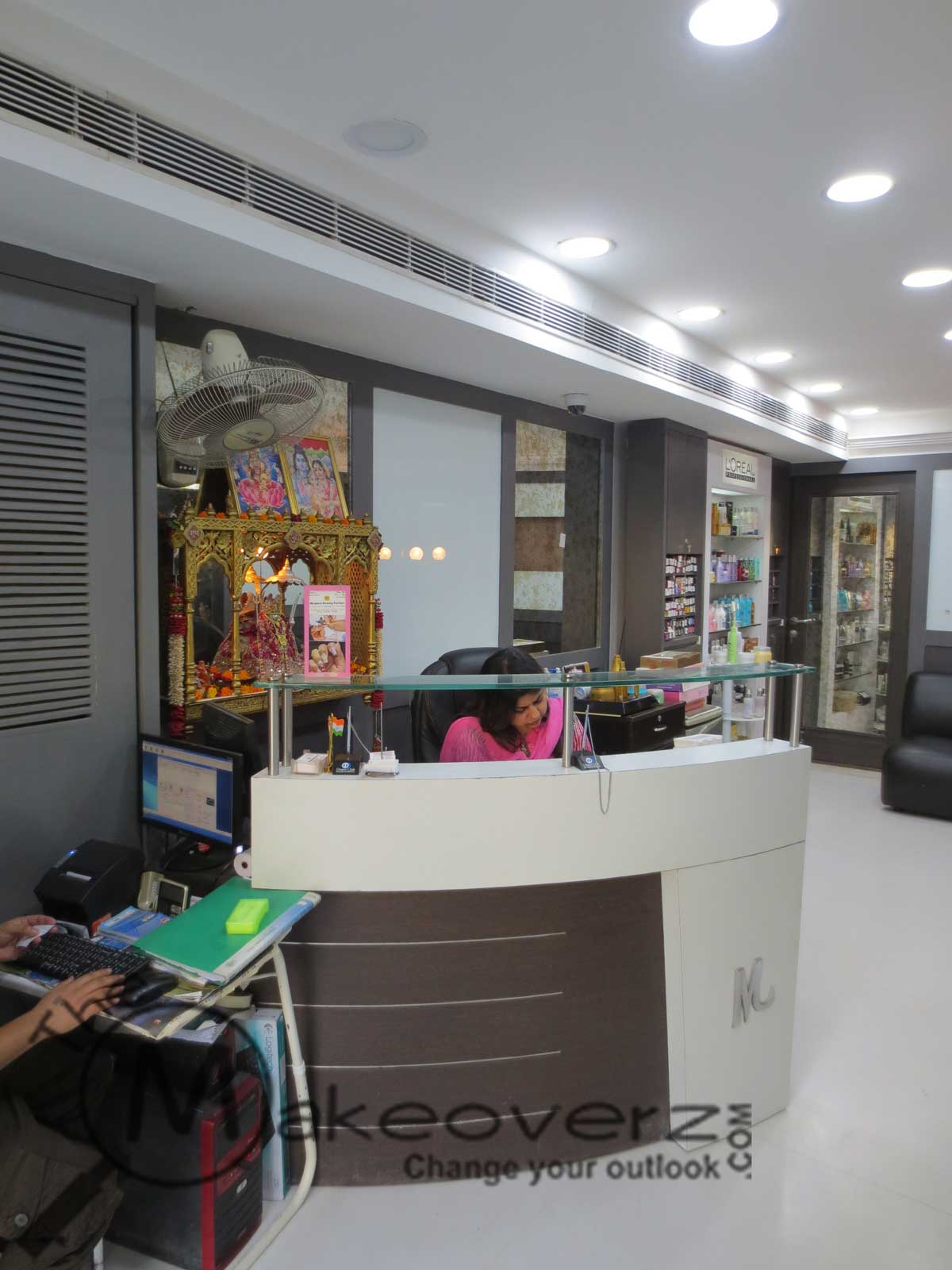 Meghna beauty parlour green park for Adamo salon malviya nagar